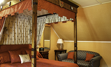 Oak Four Poster Room
